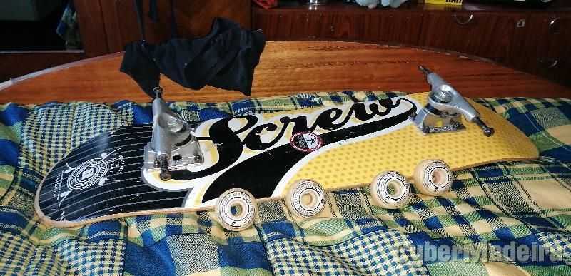 Skate da marca screw com lixa