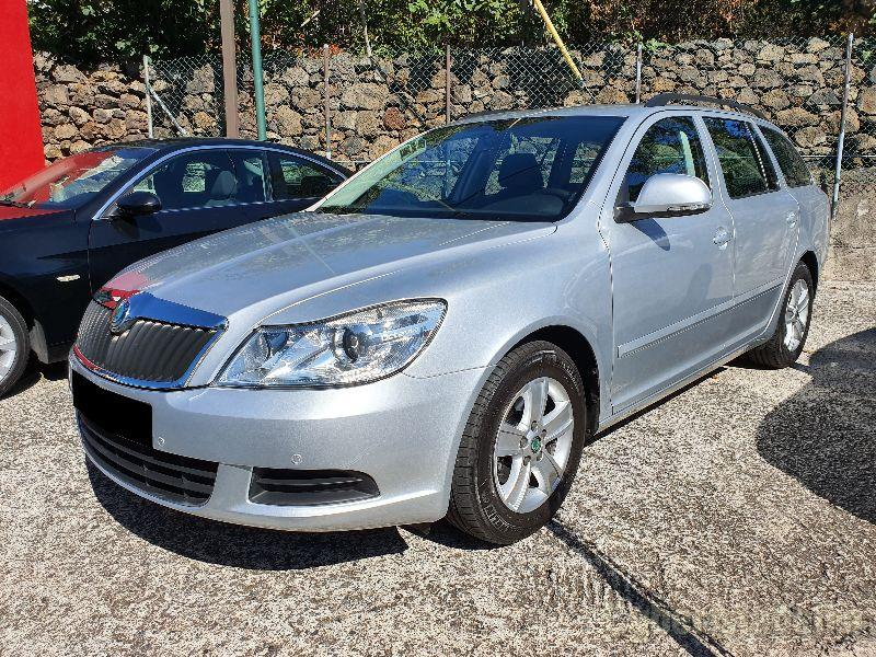 SKODA OCTAVIA BREAK 1.6 TDI GREENLINE Gasóleo