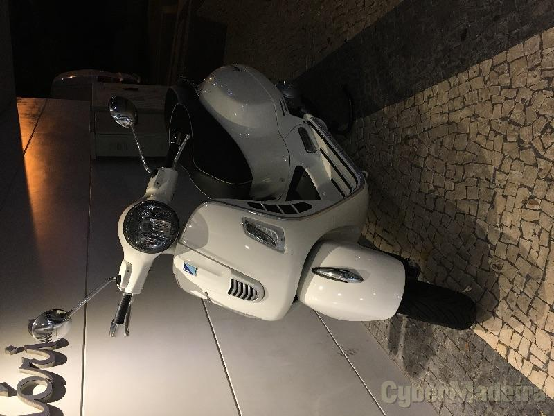 Vespa GTS 300 ie 300 cc Scooter